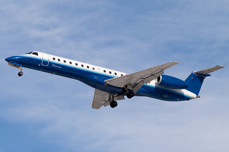A United Express ERJ-145 on final to 33.