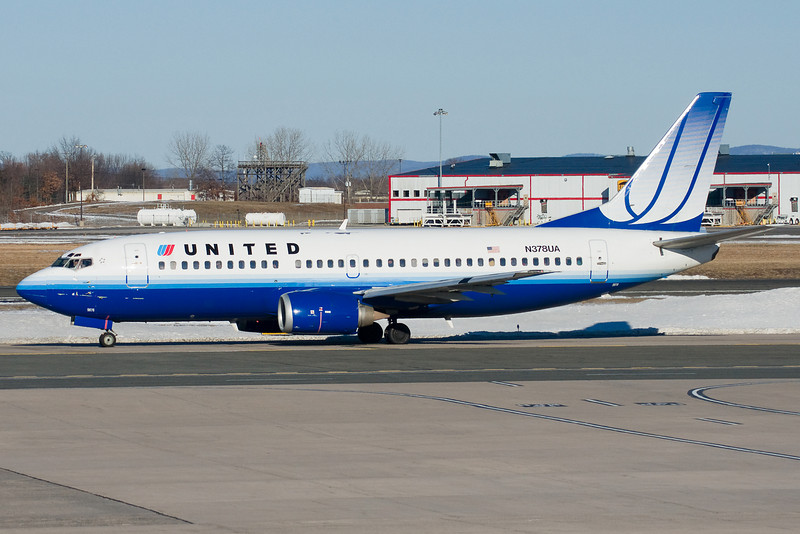 A United 737 bound to Chicago taxis to runway 6.