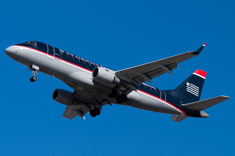 An Embraer E-175 for US Airways Express on final for runway 33.