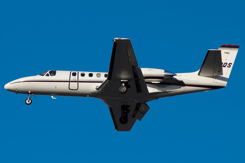 A NetJets Cessna on final for 33.