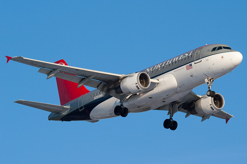 A Bowling Shoe livery Northwest A319 on final for 24.