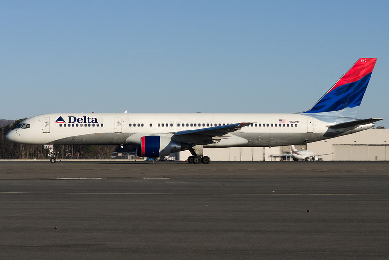 A Delta 757 is taxiing for departure at runway 6.