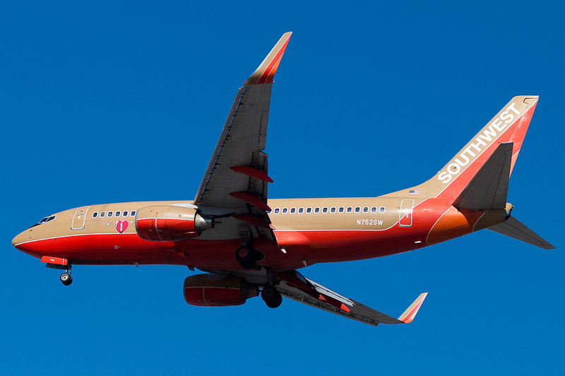 A Southwest 737 on final for runway 33.