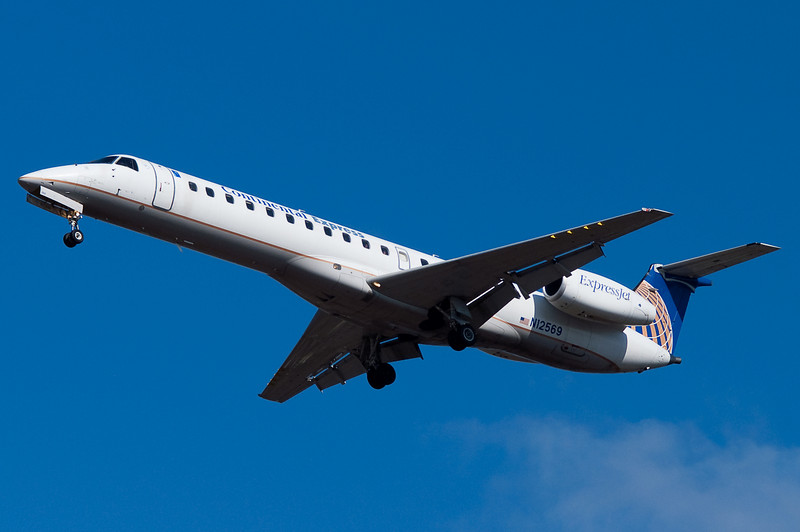 An ExpressJet E145 on final for 33.