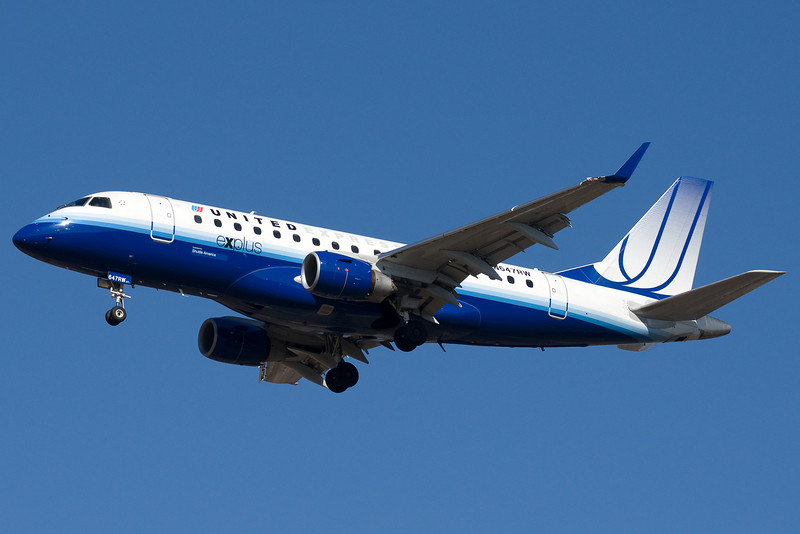 This United Express Embraer is on final for 33.