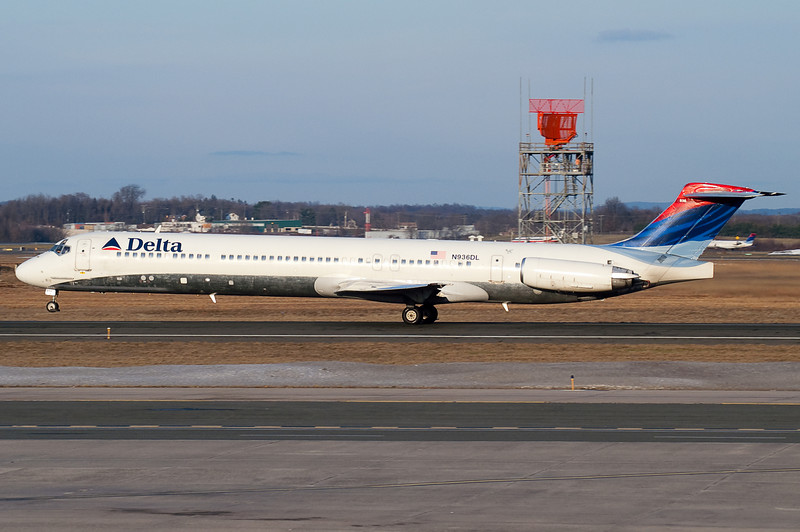 This Delta MD-88 is rotating up from runway 33.