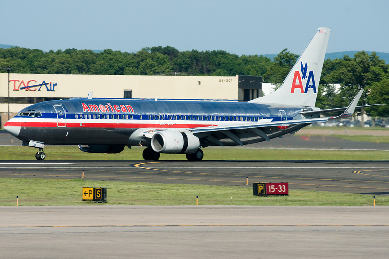 American's 737 arrives from Dallas.