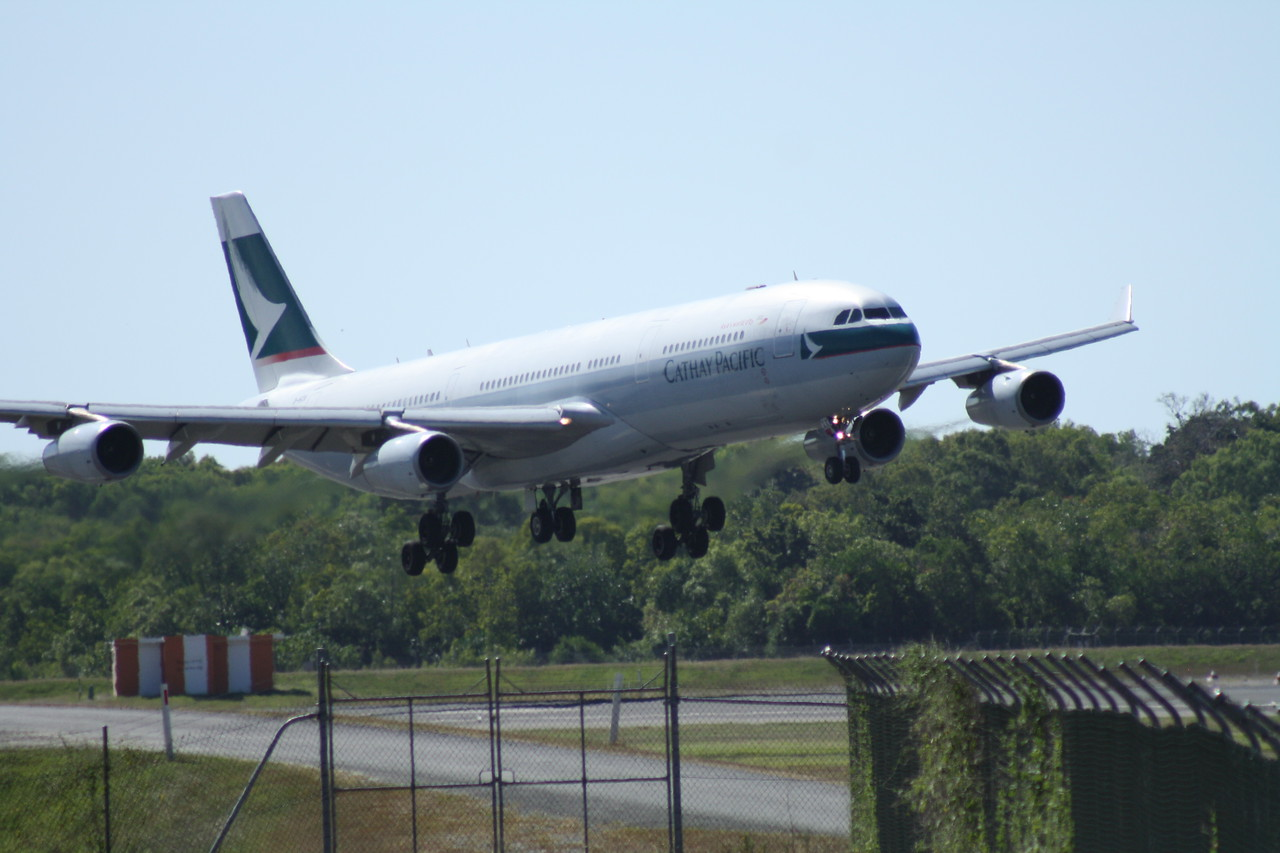 B-HXK CATHAY PACIFIC A340-300