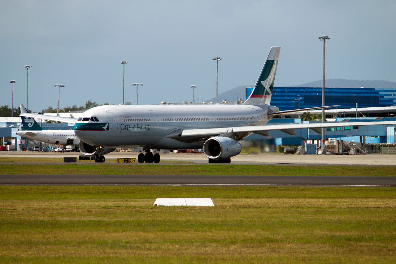 B-LAZ CATHAY PACIFIC A330-300
