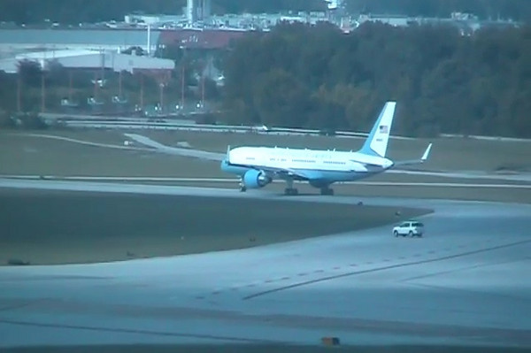 Air Force Two departure from Chattanooga with Dick Chenny on board.
