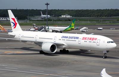 B-2021 CHINA EASTERN B777-300