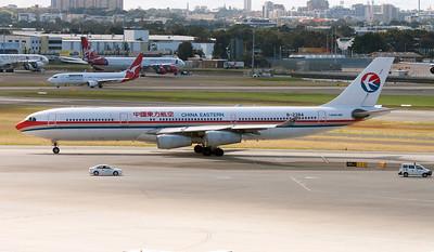 B-2384 CHINA EASTERN A340-300