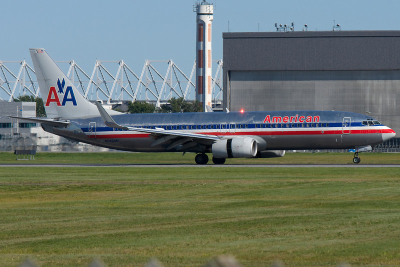 American 737-800 arriving at Montreal.