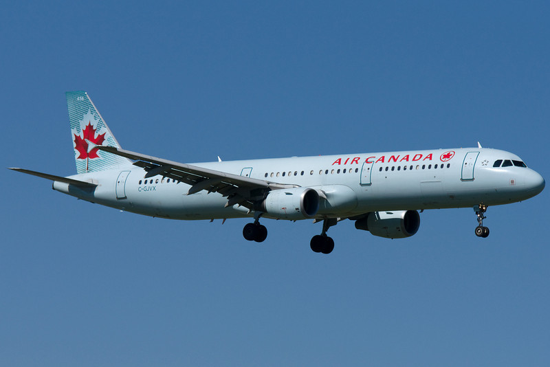 An Air Canada Airbus A321 on final to 06L at Montreal.
