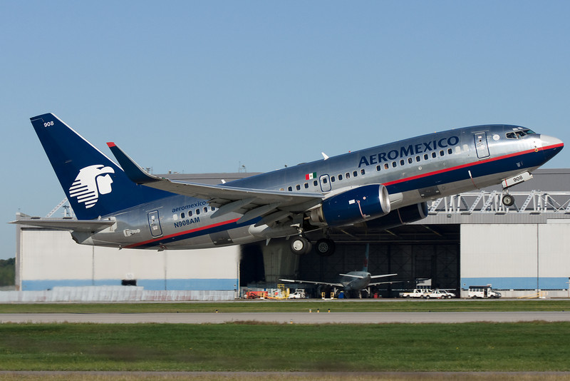 AeroMexico Boeing 737 departing Montreal.