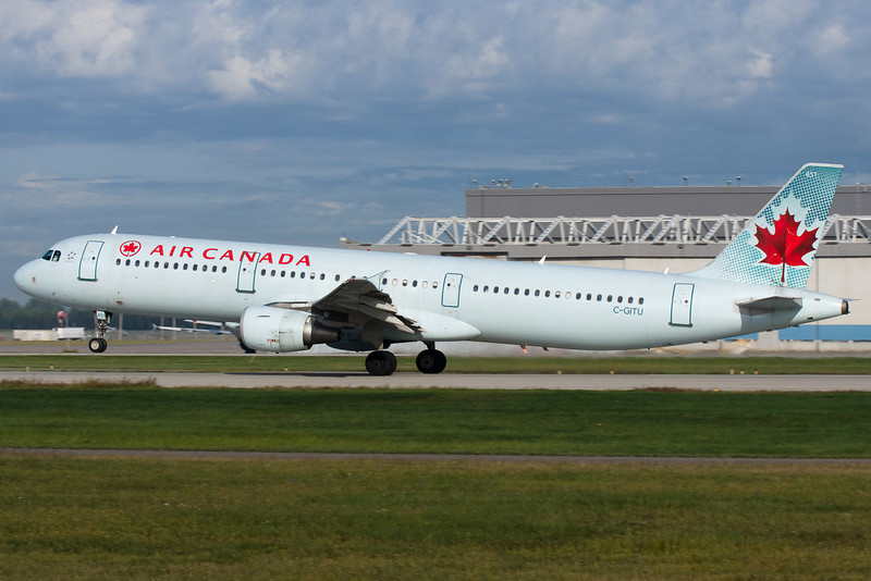 Air Canada Airbus A321 lifting up from runway 24L at Montreal.