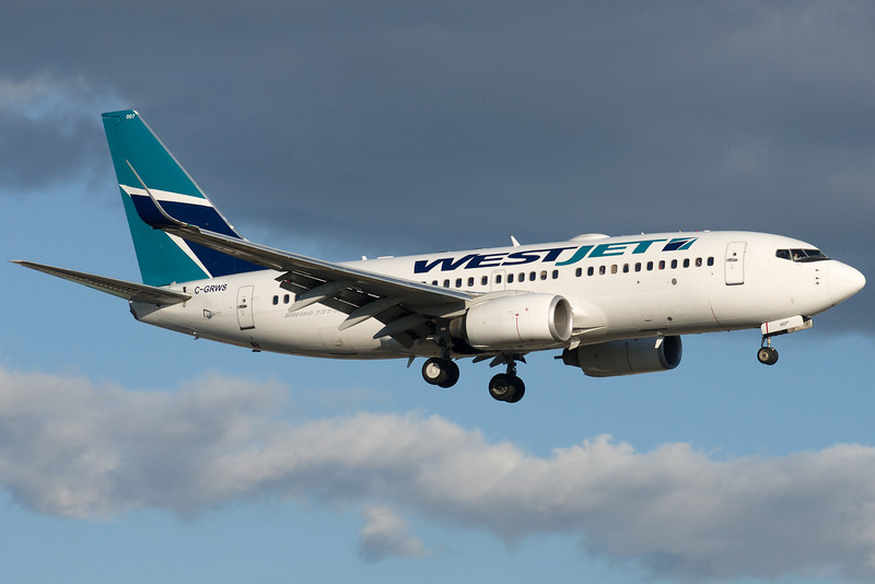 A WestJet 737 on final for 24R at Montreal.