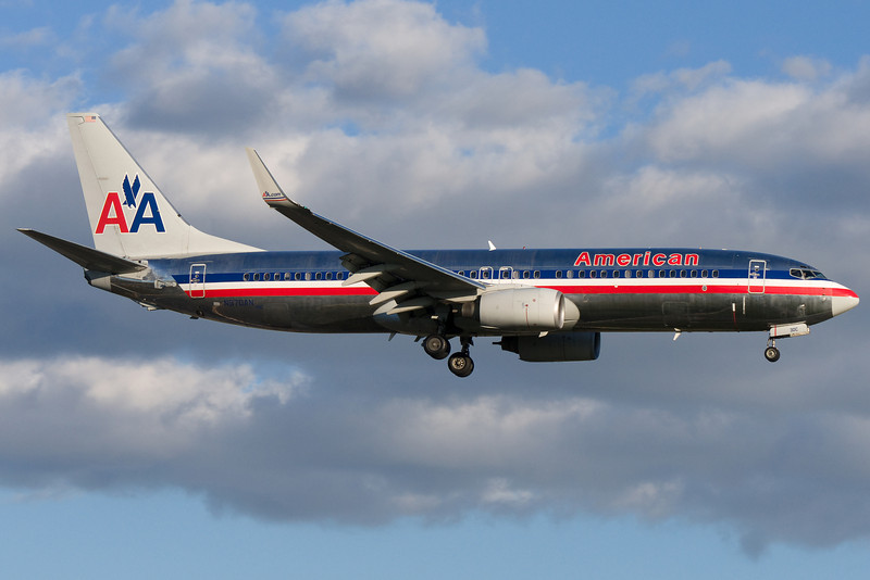 American 737 on final for 24R at Montreal.