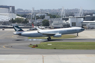 CATHAY PACIFIC Airbus A330-300 B-HLW