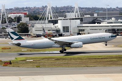 Cathay Pacific Airbus A330-343X B-HLW