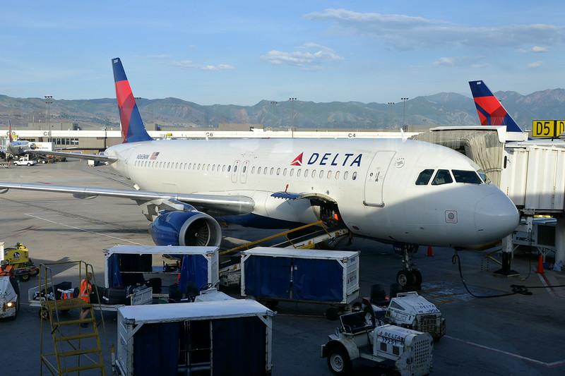 N365NW-A320-212 at KSLC