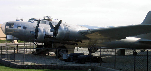"B-17G ""Picadilly Lilly"""