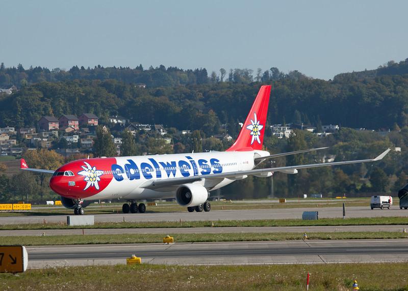 HB-IQI Airbus A330-223 (Zurich) Edelweiss Air 3