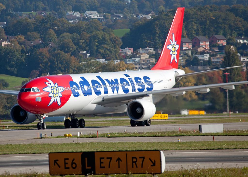 HB-IQI Airbus A330-223 (Zurich) Edelweiss Air 2