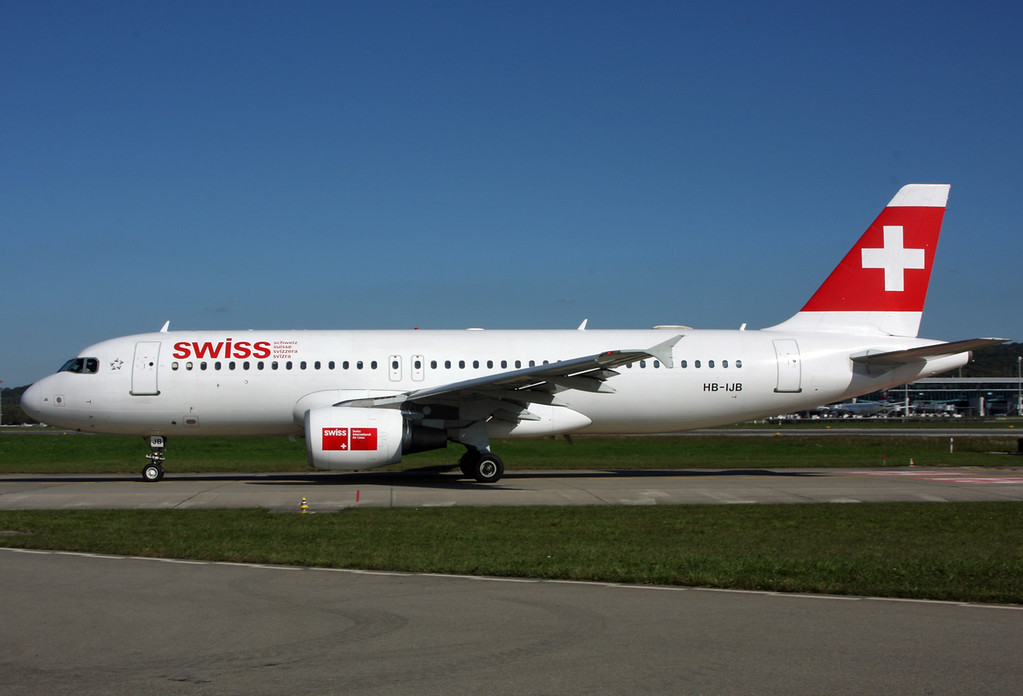 HB-IJB Airbus A320-214 (Zurich) Swiss International Air Lines 2