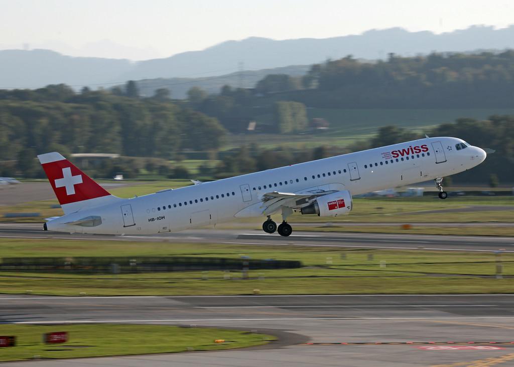 HB-IOH Airbus A321-111 (Zurich) Swiss International Air Lines