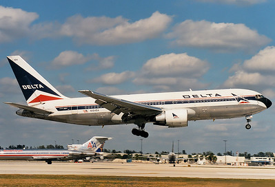 Info Boeing 767-232 Delta Air Lines REG: N104DA Miami - Intl. (Wilcox Field / 36th Street / Pan American Field) (MIA / KMIA) Florida, USA January 1999