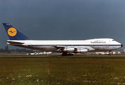 Lufthansa Boeing 747-230B  Munich - Riem (MUC / EDDM) (closed) Germany, September 4, 1980 Reg: D-ABYP  Cn: 21590/348   'Niedersachsen' starting take off roll on RWY 07.