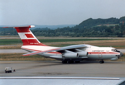 Aeroflot Ilyushin Il-76TD  	Zurich (- Kloten) (ZRH / LSZH) Switzerland, September 1987 Reg: CCCP-76479  Cn: 0053460790 Rare red Arctic colours for Aeroflot, operating an Air India Cargo flight.