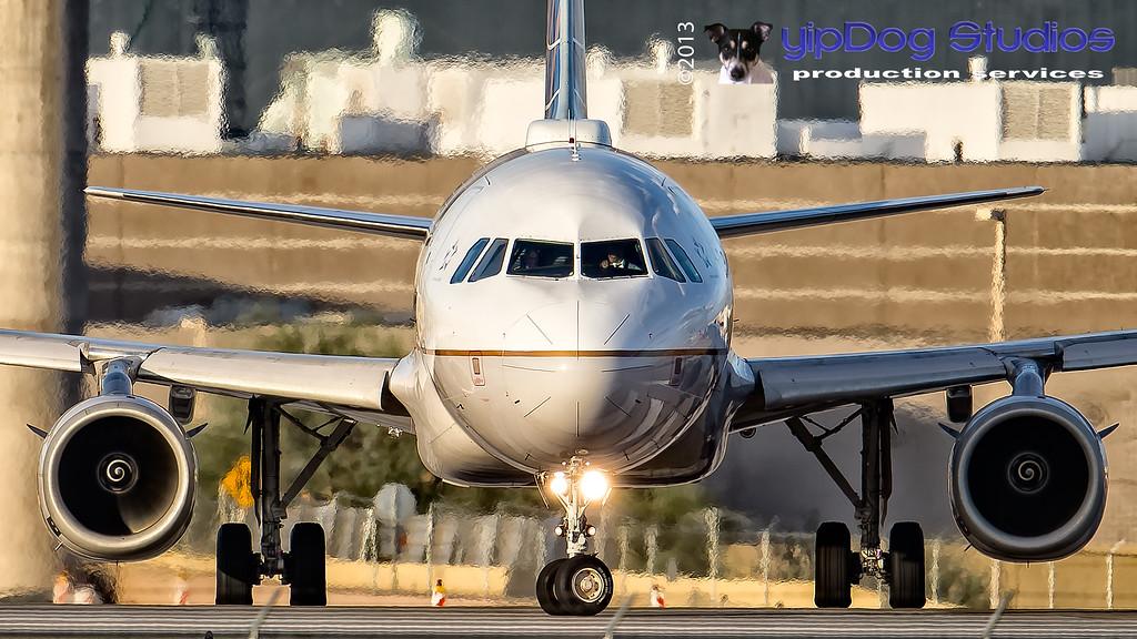 IMAGE: http://yipdog.smugmug.com/Airplanes/Commercial-Jets/i-rgQH2kf/0/XL/1DX_0610-XL.jpg