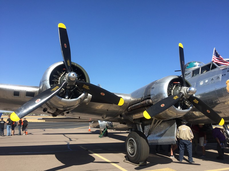 Big radial engines dripping oil (of course).