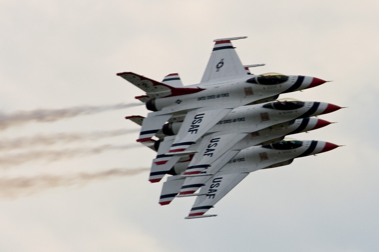 Thunderbirds stacked up and slowly banking to the right.