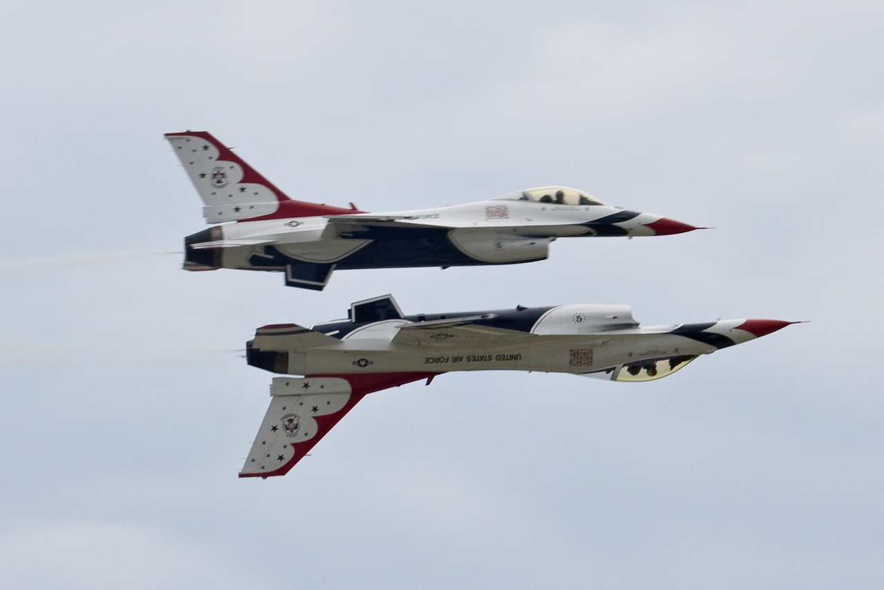 Thunderbirds aircraft 5 and 6 flying belly to belly.  Aircraft 5 comes up from behind and passes without actually being able to see 6 above him.