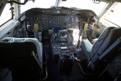 Forward instrument panel of the 747