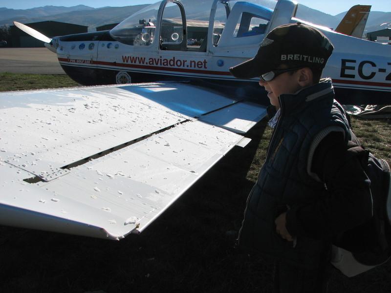 La Cerdanya preparando el avion, quitar el hielo, y una hora,15 minutos de despegues la mayoria rumbo a Ordis  (3)