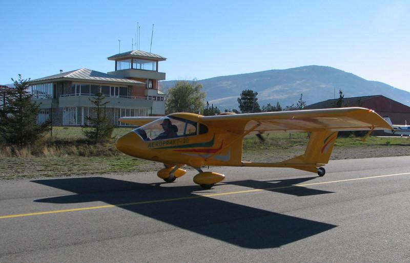La Cerdanya preparando el avion, quitar el hielo, y una hora,15 minutos de despegues la mayoria rumbo a Ordis  (16)