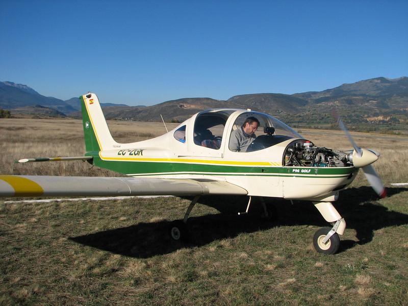 La Cerdanya preparando el avion, quitar el hielo, y una hora,15 minutos de despegues la mayoria rumbo a Ordis  (5)