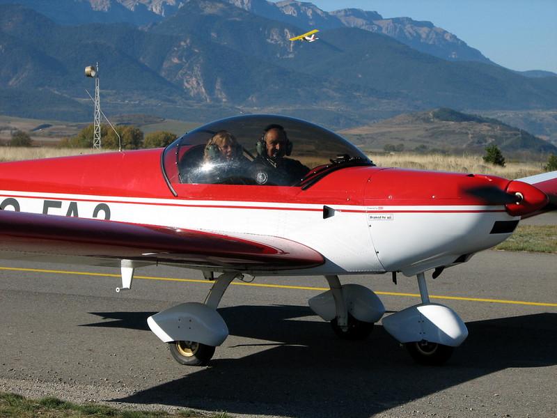 La Cerdanya preparando el avion, quitar el hielo, y una hora,15 minutos de despegues la mayoria rumbo a Ordis  (19)