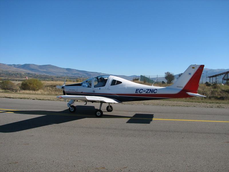 La Cerdanya preparando el avion, quitar el hielo, y una hora,15 minutos de despegues la mayoria rumbo a Ordis  (17)