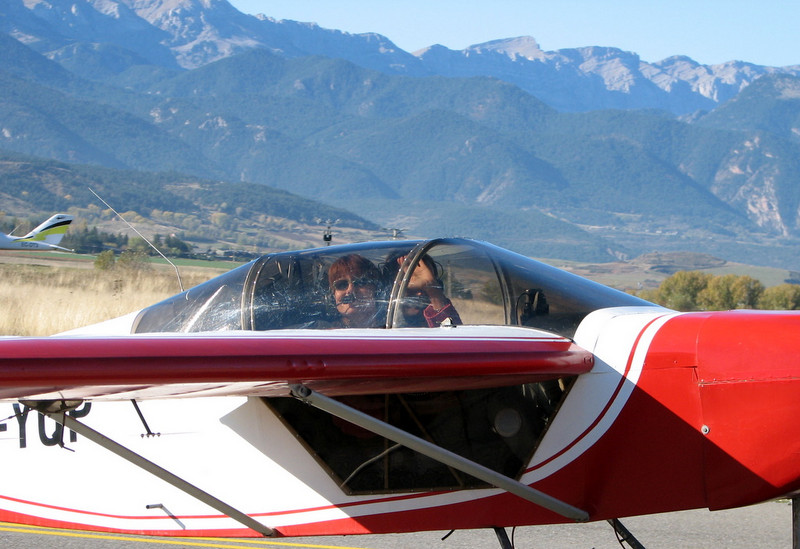 La Cerdanya preparando el avion, quitar el hielo, y una hora,15 minutos de despegues la mayoria rumbo a Ordis  (20)
