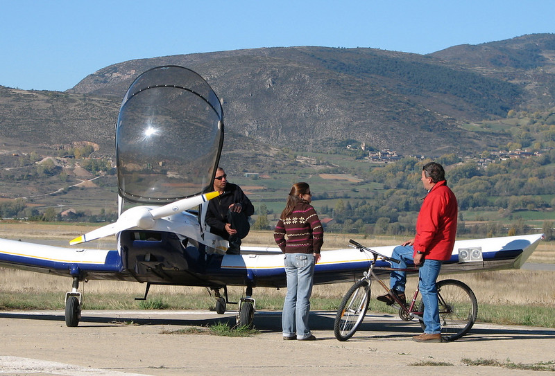 La Cerdanya preparando el avion, quitar el hielo, y una hora,15 minutos de despegues la mayoria rumbo a Ordis