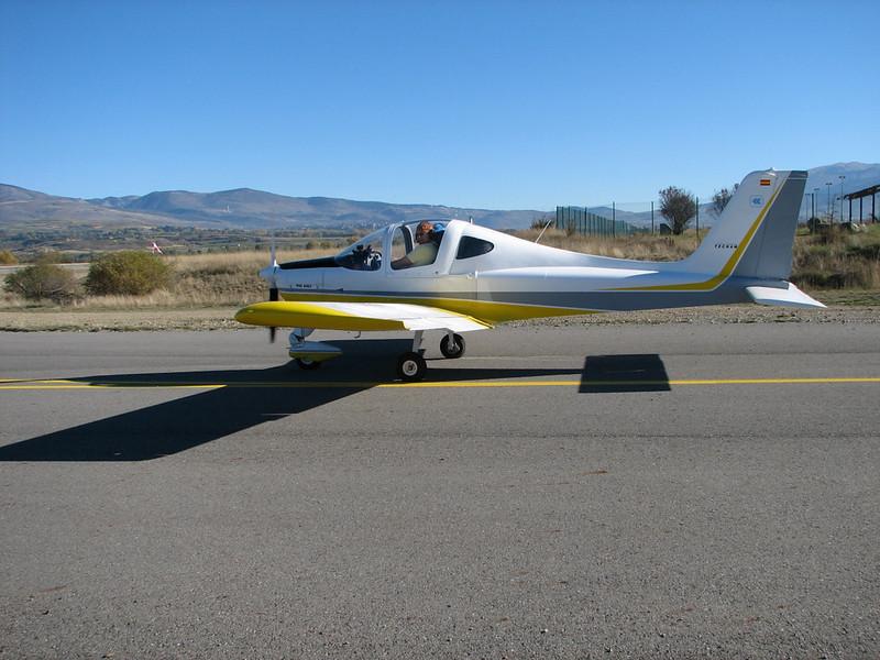 La Cerdanya preparando el avion, quitar el hielo, y una hora,15 minutos de despegues la mayoria rumbo a Ordis  (14)