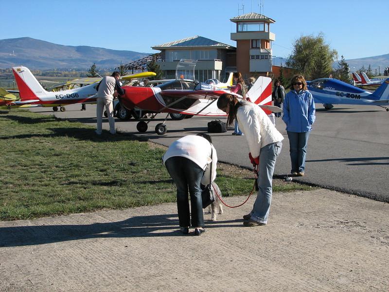 La Cerdanya preparando el avion, quitar el hielo, y una hora,15 minutos de despegues la mayoria rumbo a Ordis  (9)