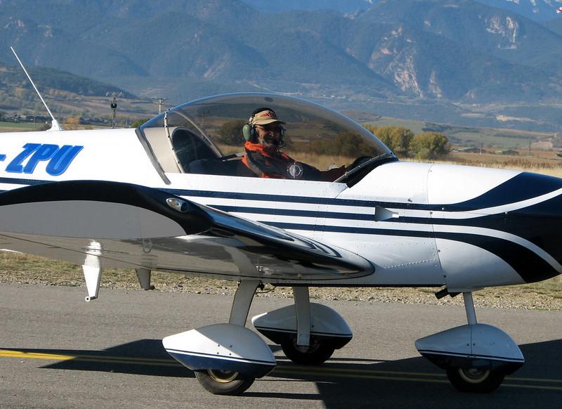 La Cerdanya preparando el avion, quitar el hielo, y una hora,15 minutos de despegues la mayoria rumbo a Ordis  (21)
