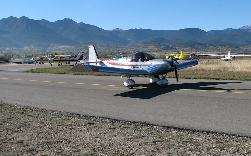 La Cerdanya preparando el avion, quitar el hielo, y una hora,15 minutos de despegues la mayoria rumbo a Ordis  (18)