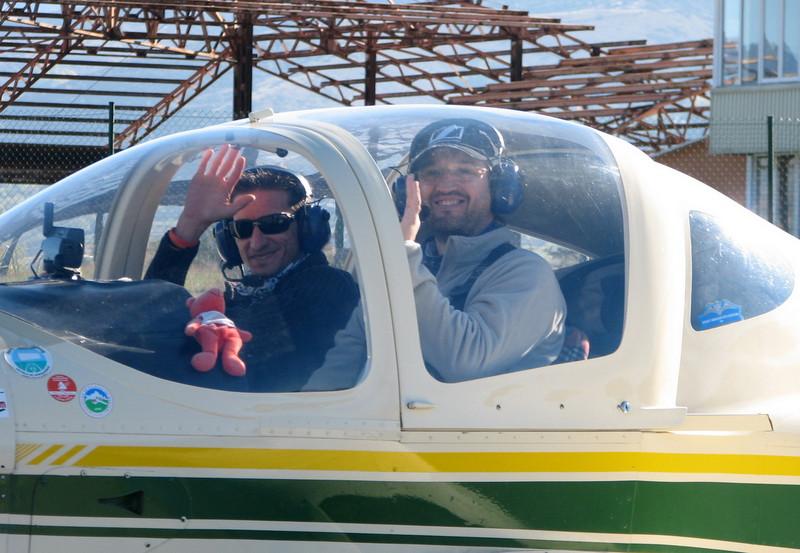 La Cerdanya preparando el avion, quitar el hielo, y una hora,15 minutos de despegues la mayoria rumbo a Ordis  (12)